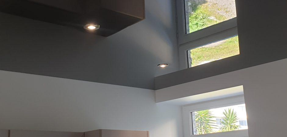 Pose de plafond tendu noir